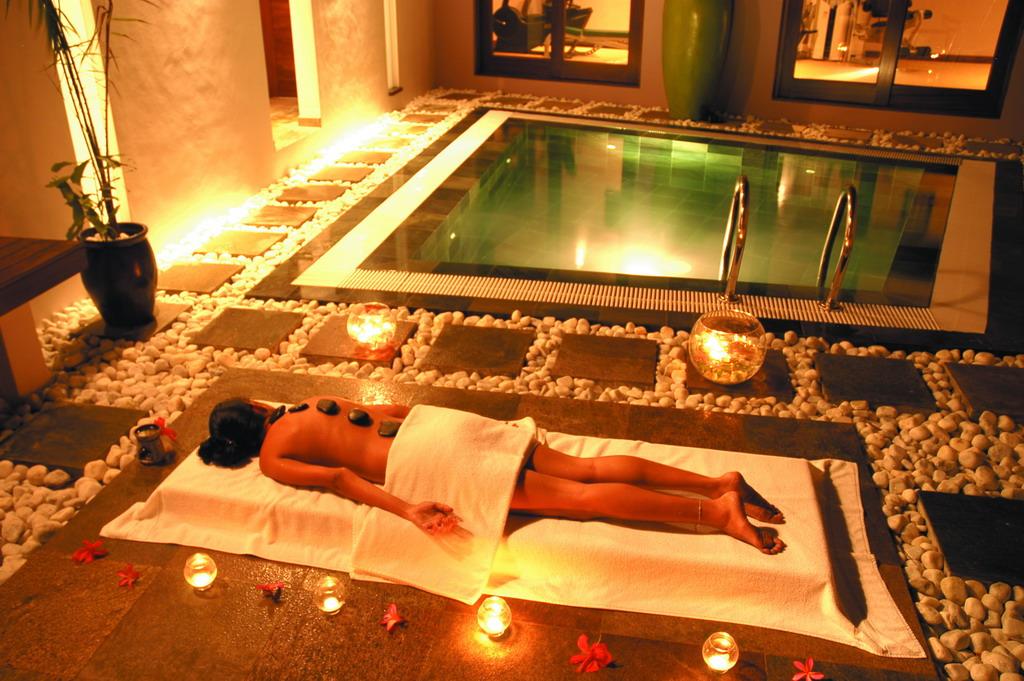 Картинки по запросу массаж при свечах